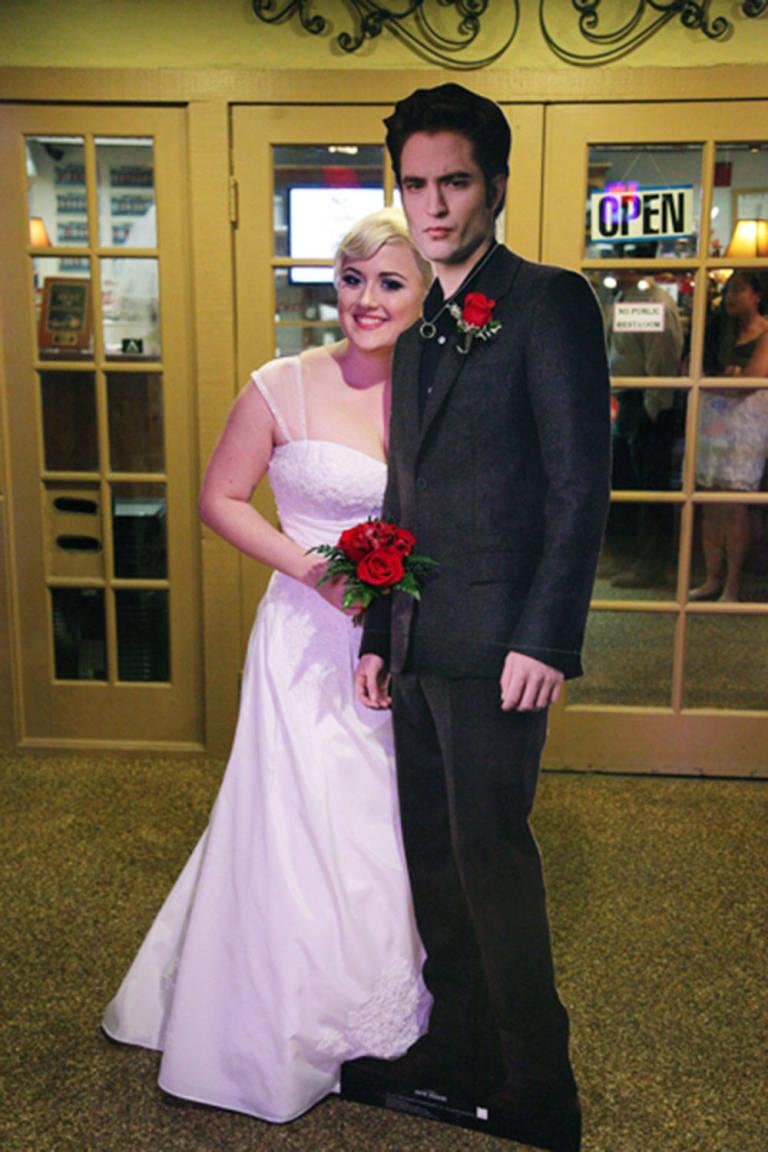 nrm_1410515740-lauren-adkins-married-edward-cullen-cardboard-cut-out-robert-pattinson-wedding-las-vegas-cosmopolitan-3